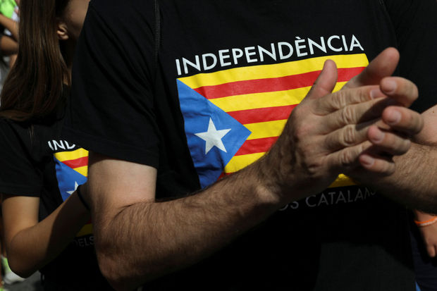 Des arrestations embrasent la Catalogne