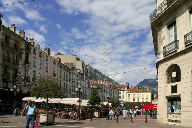 Grenoble premi re ville d 39 europe bannir la publicit de for Superficie grenoble