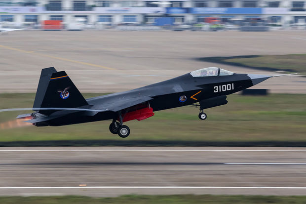 La Chine teste son nouvel FC-31, un avion de combat censé concurrencer le F-35